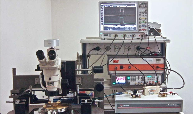 On-wafer pulsed set-up